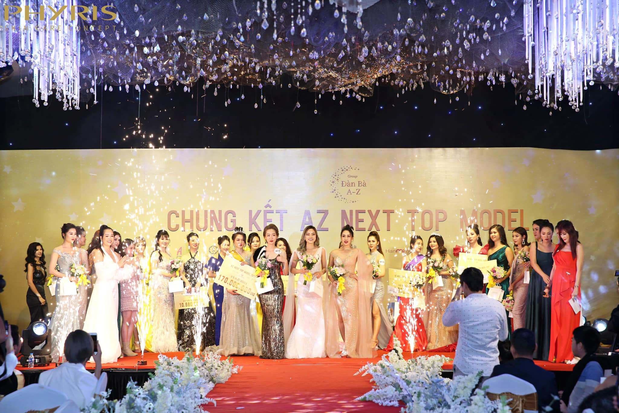 Rất nhiều người đẹp được vinh danh trong đêm Chung kết.
