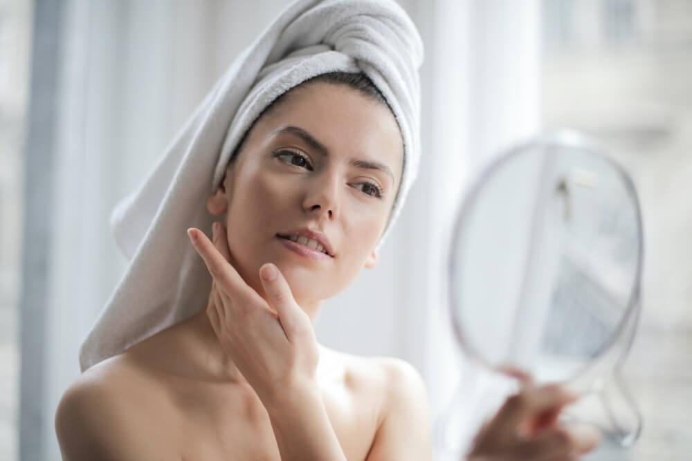Có thể sử dụng Ampoule sau khi tắm để tinh chất được thẩm thấu tốt hơn.