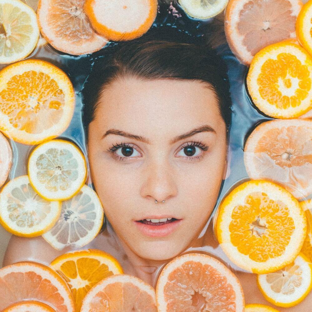 Magnesium Ascorbyl Phosphate cũng có tác dụng dưỡng ẩm và giữ nước cho da