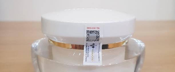 Mỗi sản phẩm Phyris đều được dán tem chống hàng giả.