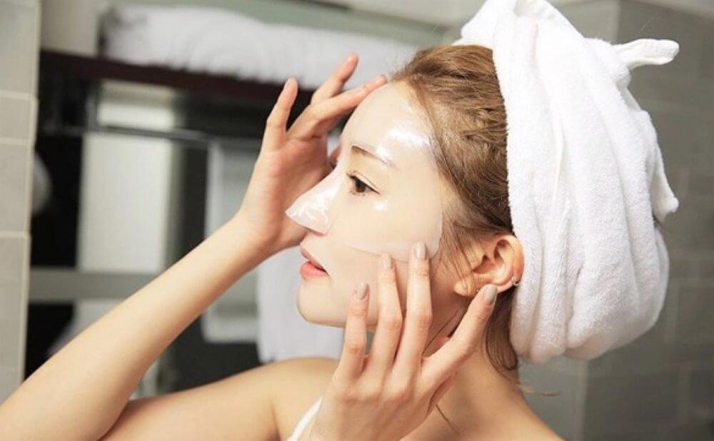 Đừng quên bước đắp mặt nạ cung cấp nhiều dưỡng chất cho làn da của bạn.